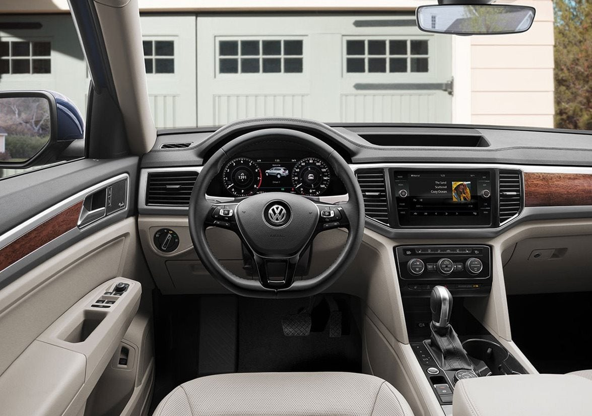 2018 Volkswagen Atlas SE with Technology and 4MOTION For